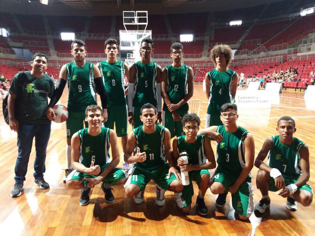 Equipe do IF Baiano que competiu na modalidade basquete masculino.