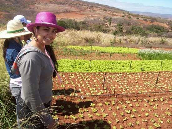 A mestranda Jéssica Hellen em vista a agricultores familiares.