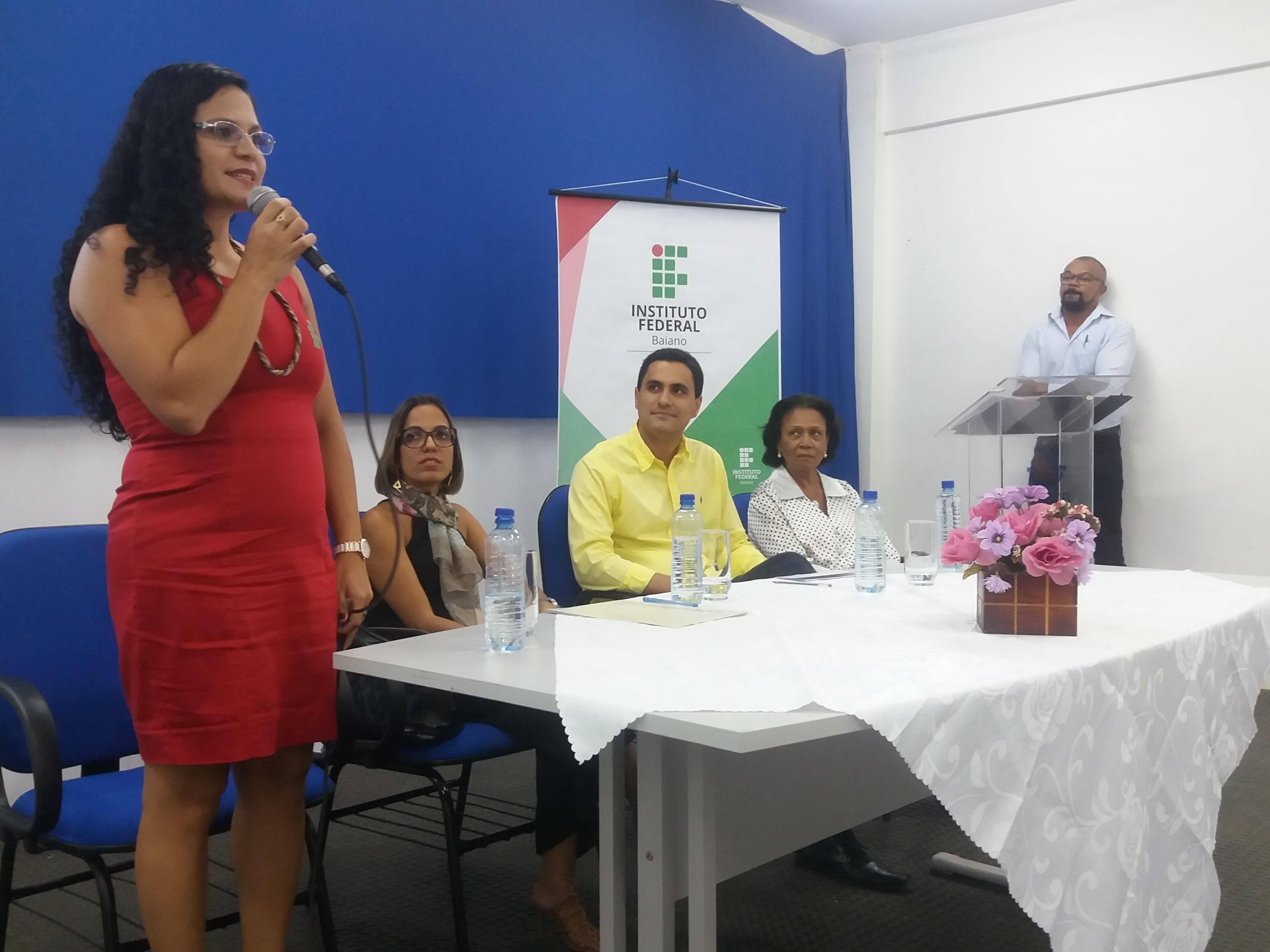 Da esquerda para direita, compondo a mesa de honra, Lizziane Batista (Diretora do Campus Itaberaba), Delka Azevedo (Assessora de Assuntos Especiais), Ricardo Mascarenhas (Prefeito de Itaberaba).