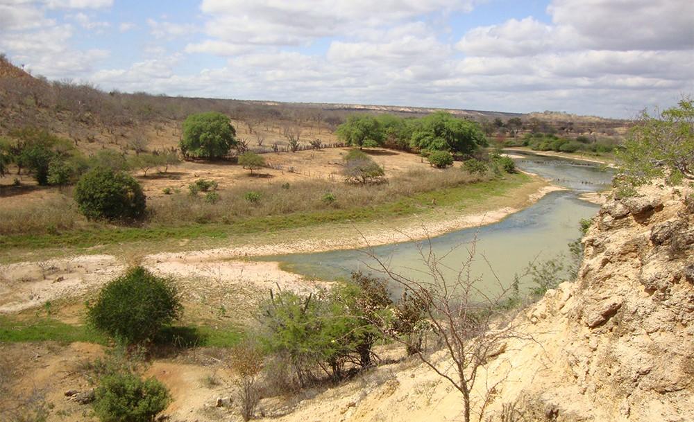 Sinais da erosão hídrica nas encostas do rio Salitre. Foto: Arquivo/Pesquisa